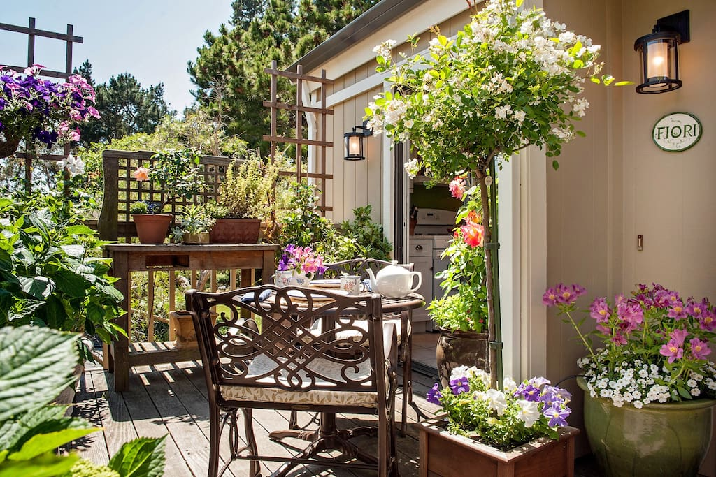 Enjoy your morning coffee on the front deck .