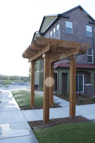 Brand New Townhome  Lots of Room - South Salt Lake City - Casa