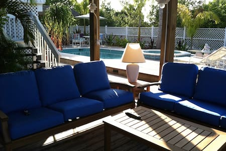 Remodeled Palm Isle Waterfront/Pool - Palm Island