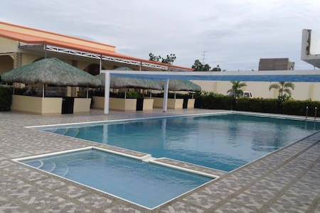 UKL RESORT LAOAG- SOLO - Bed & Breakfast