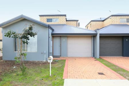 Cannington Home-House 3 (Free WiFi) - Cannington