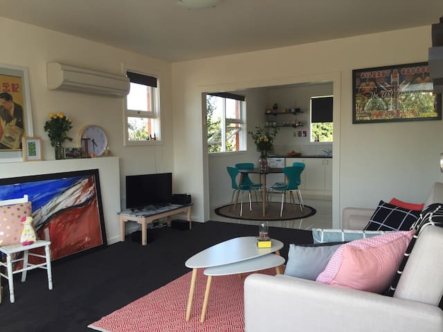 Art Apartment in perfect location - West Launceston - Apartament