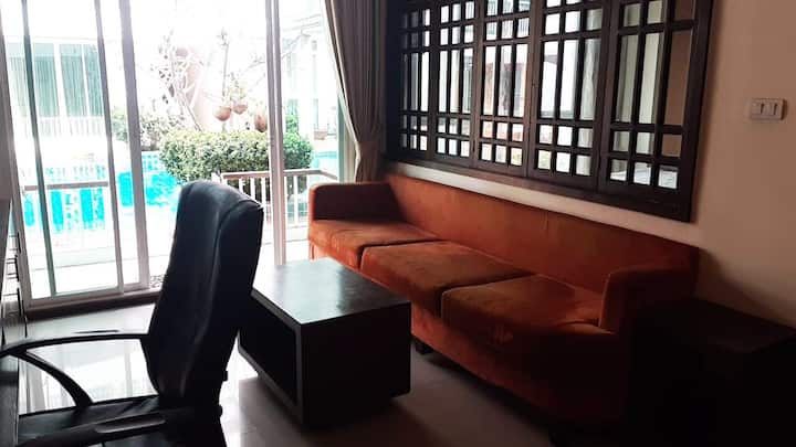 Studio + bedroom on the 1st floor near the pool