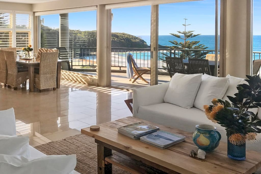 140 mitchell at mollymook luxury beach house houses for Beach house designs south coast nsw