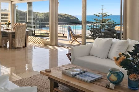 140 Mitchell at Mollymook - Luxury Beach House - มอลลีมุก บีช