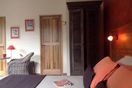Ch Terracota au Mas de l'Escaillon - Saint-Saturnin-lès-Apt - 家庭式旅館