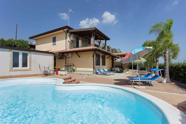 Villa Milagros-Private apartment with pool.