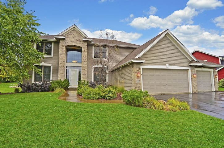 Spacious home near Lake Minnetonka - Chanhassen - Casa