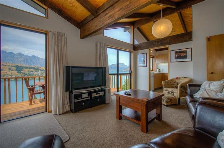 Surprise on Sunrise! Panoramic Views - Entire Home - Queenstown - Casa