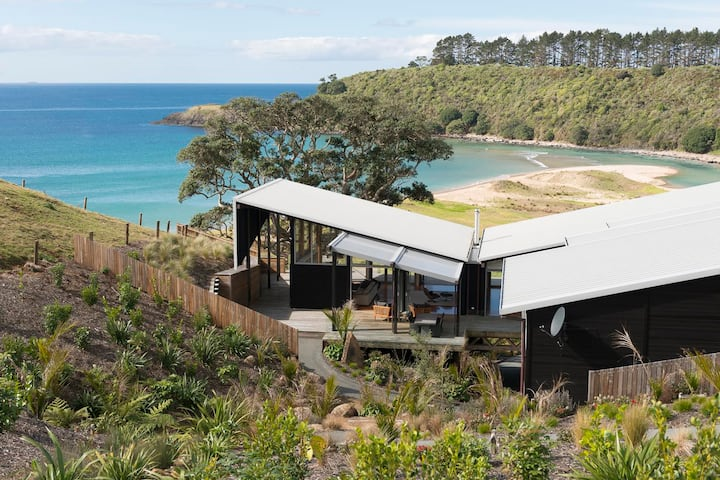 Otaha - Private Retreat with Ocean Views