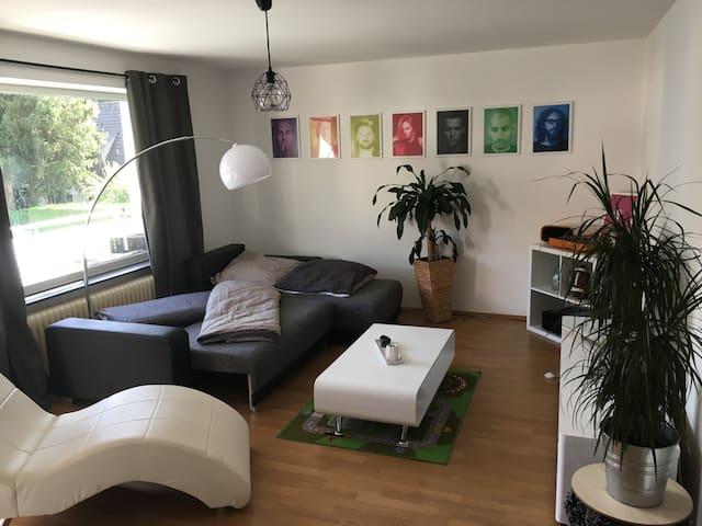Ruhiges Zimmer im Norden Münchens mit Südbalkon - München - Appartement