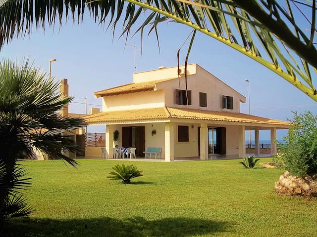 Villa on the sea and wild nature - Scoglitti - Villa