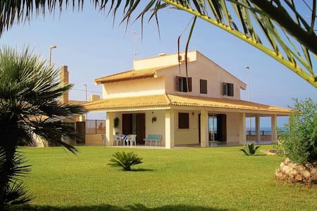 Villa on the sea and wild nature - Scoglitti