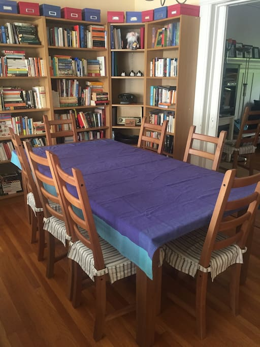 Adjacent dining area - table can extend to seat 12+
