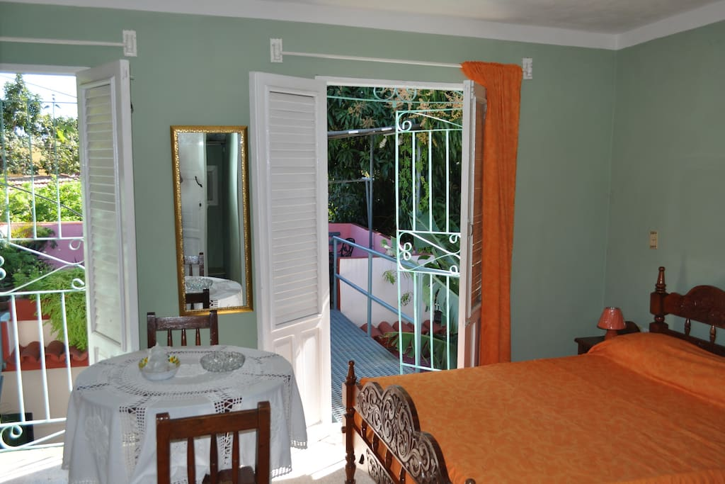 Dormitorio con una ventilación excelente.