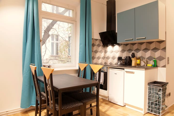 Central Cozy Modern Apartment close Alexanderplatz