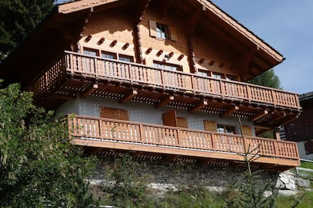 Wooden chalet with stunning view - Saint-Luc - Villa
