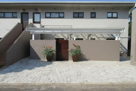Tweni Beach House - Port Shepstone - Rumah