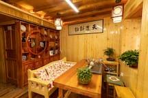 简约温馨的茶室,全天免费喝普洱茶,一起谈天说地。