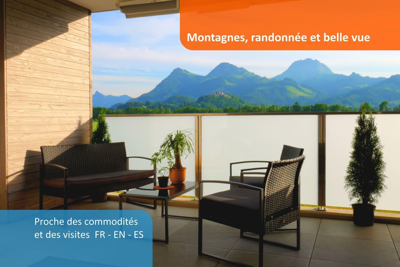 Prendre le petit déjeuner ou un verre pour profiter du coucher de soleil sur la terrasse. Vue sur le château et sur les montagnes avec le bruit des oiseaux et des grillons.