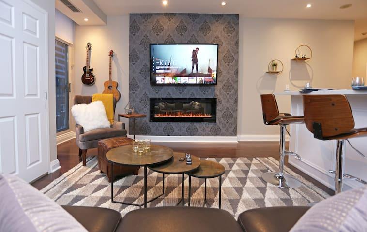 Luxury Downtown Suite | Wellesley Subway Nextdoor!