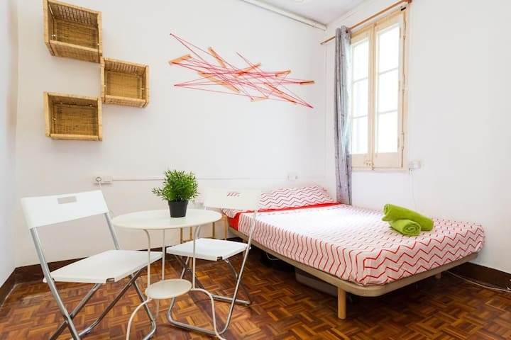 Super Central Double Bedroom in Barcelona 3B