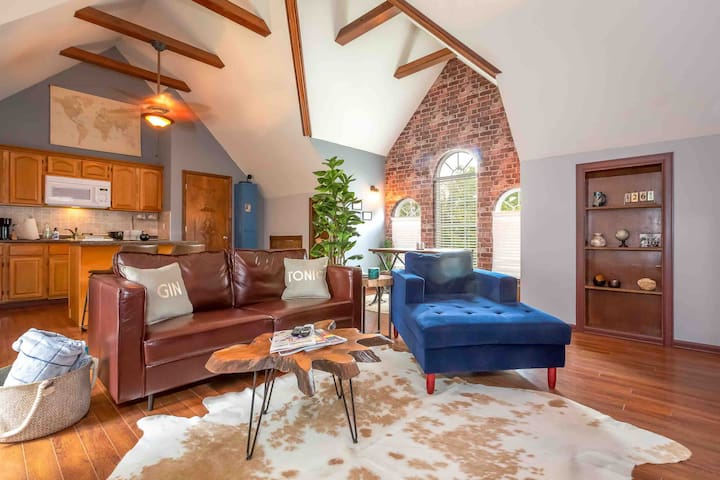 5 minutes from I-24! The Tree-top Loft
