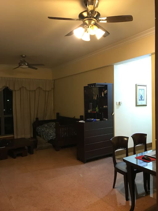 Living room, with a wine counter in the middle and a big dinning table in the corner. High ceiling and a all around spacious unit.