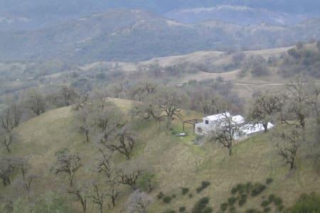 private park get away - Ukiah - Blockhütte