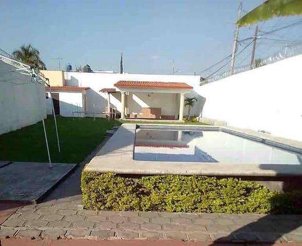 Hermosa casa, alberca,terraza con asador y jardín