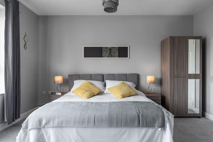 De luxe bedroom. Super king. (Twin beds on request)