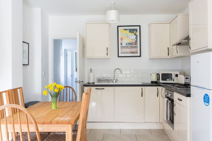 Bluebell Cottage in the heart of Mumbles - The Mumbles