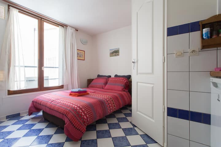 CHARMING STUDIO  5 MINUTES MONTMARTRE 2 PERSONS