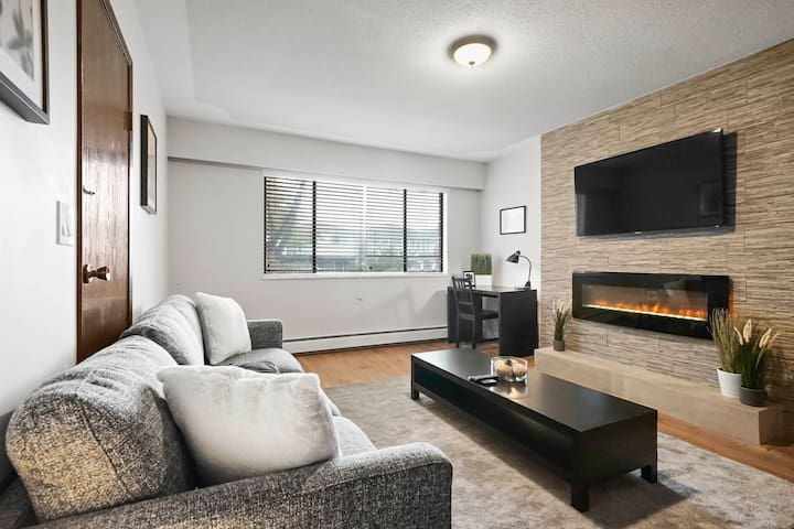 Bright and Spacious 3Bd Suite - Sleeps 6!