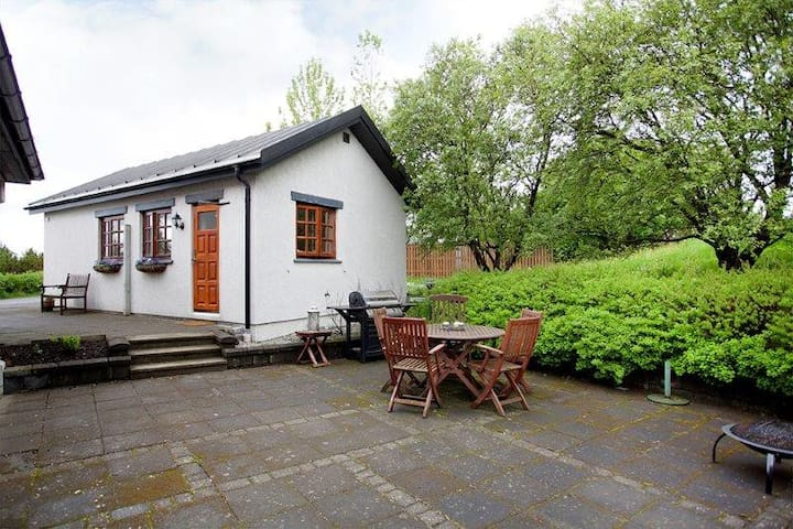 Charming cottage just outside city center!