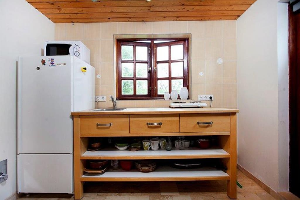 There is a kitchenette with all utensils.