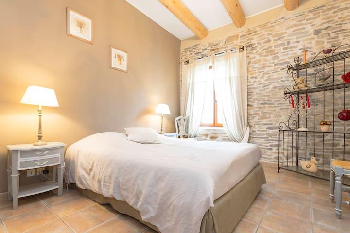 Maison de charme tout en pierre - Marguerittes - Hus