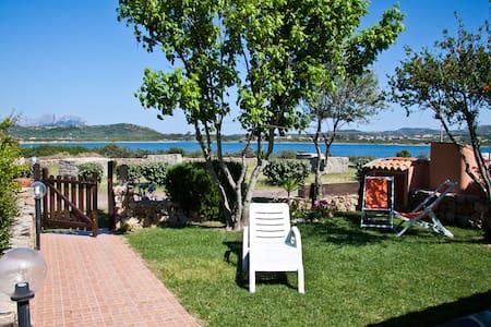 Villa con giardino su mare Sardegna - Olbia