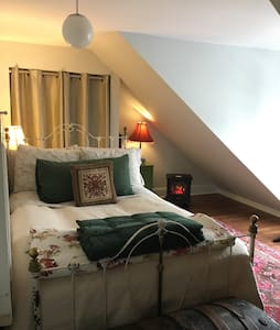 2 - Private Room in Hip Historic Home - Uptown - 圣约翰 - 独立屋