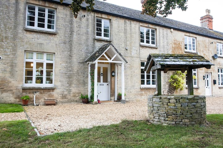Gorgeous Cotswolds farmhouse