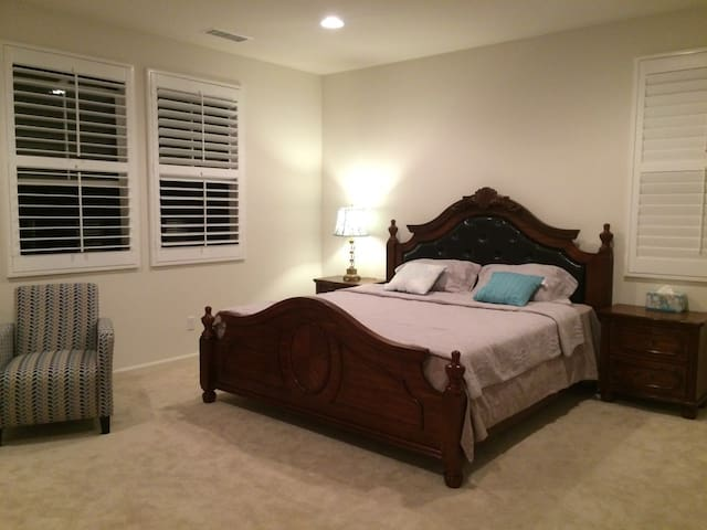 luxury master bedroom (king bed)豪华主卧套房 - Irvine - Villa