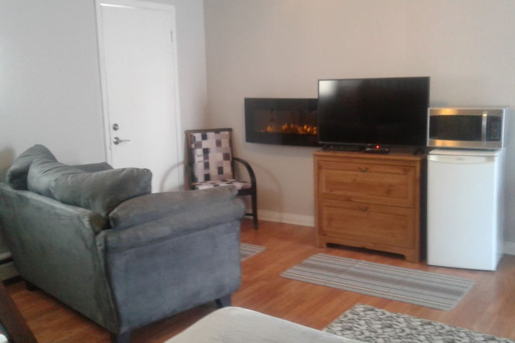 "40"" flat screen tv & electric fireplace"