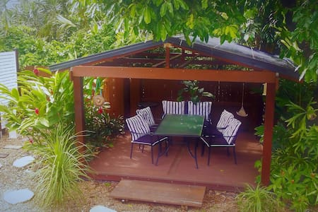 Miner's Cottage 2.5km from Cairns CBD (Queen Bed) - Bungalow - Bed & Breakfast