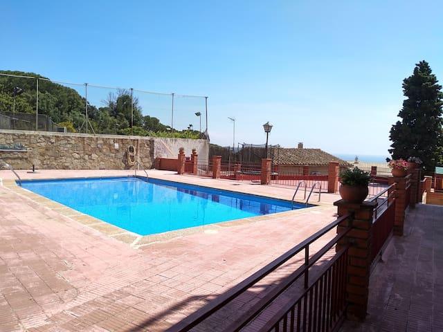 Apto en Cabrils, con piscina comunitaria. (verano)