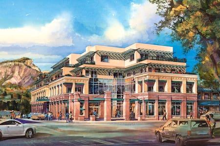 Historic Downtown Durango 3 BR Loft on Main Steet! - Durango - Loft