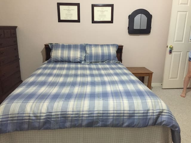 Private Room (Queen size bed) w/ Private Bathroom - Plano - Casa