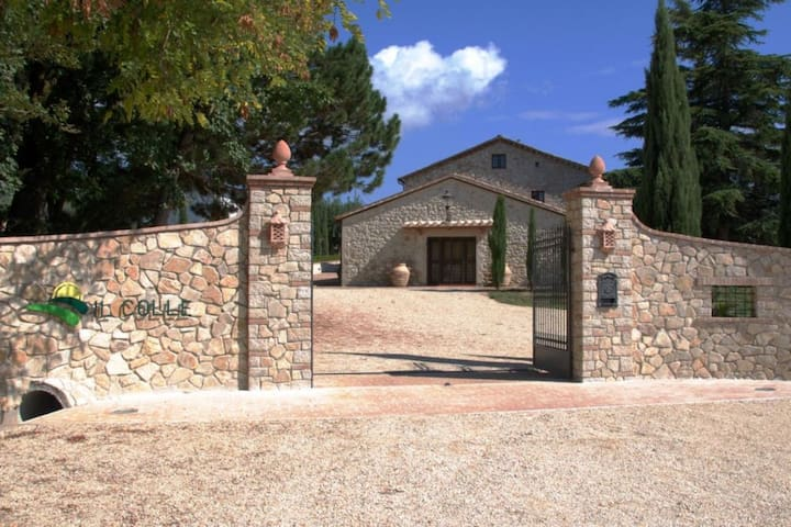 Il Colle Pretty country house with garden and pool