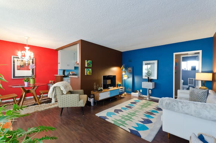 2 Bedroom Mid-Century Apt in West Hollywood North