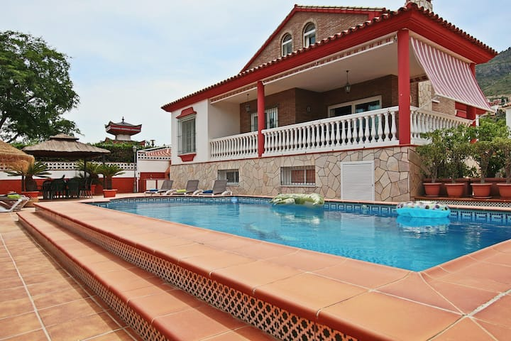 Villa Smile 10 People ⭐️POOL + WIFI + RELAX⭐️
