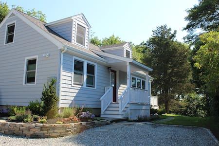 All-season cottage retreat, near Mystic center - Mystic